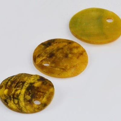 5 Stunning Yellowish Flat Round Sea Shell Beads - (13mm) 15